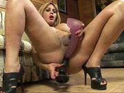 Luna Von Teese plugs her sexy love hole